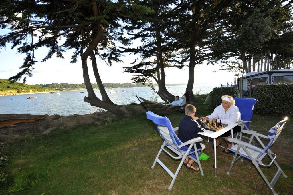 Camping rcn port l 39 epine camping tr l vern for Piscine venelle