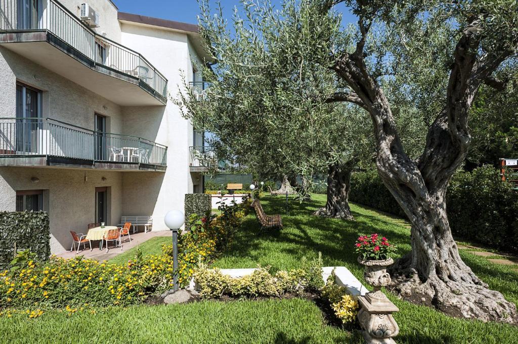 Villa collina giardini naxos book your hotel with viamichelin - Hotel ai giardini naxos ...