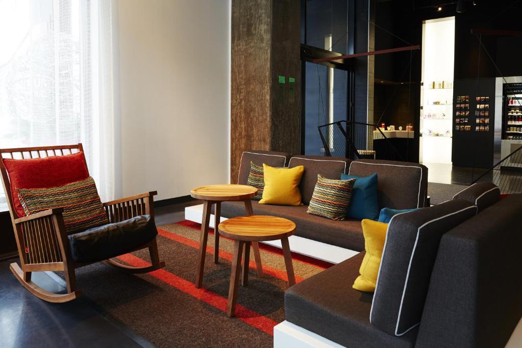 Alt Hotel Montreal >> Hotel Alt Montreal Montreal Canada Booking Com