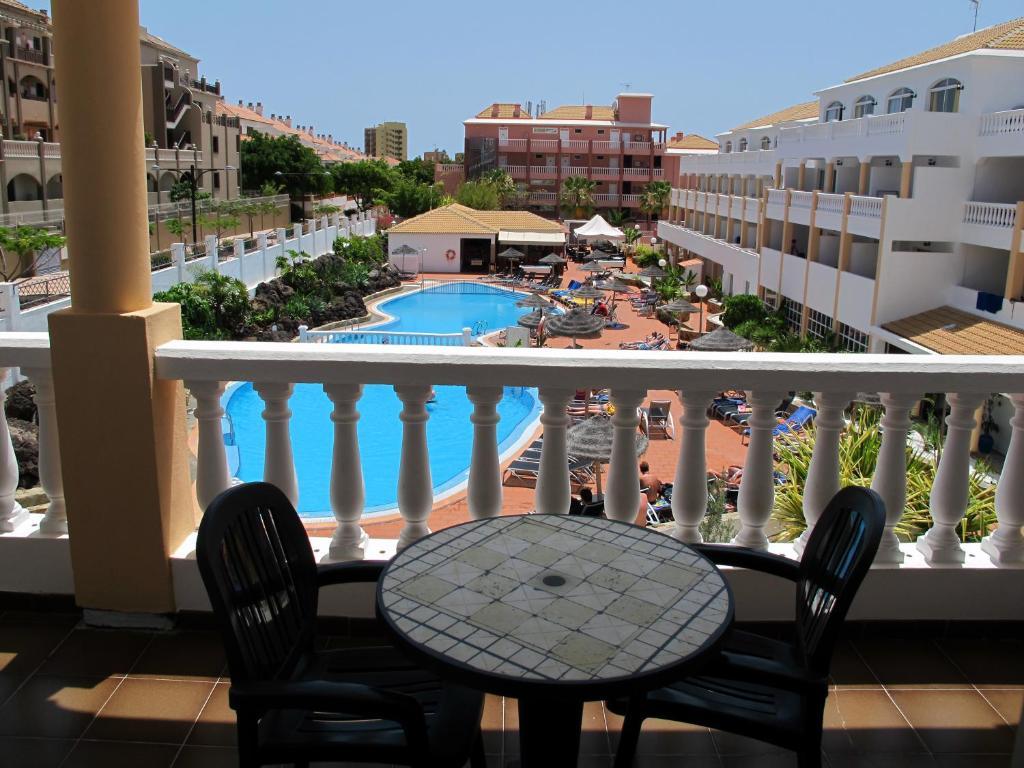 Apartamentos marola portosin arona online booking viamichelin - Apartamentos baratos playa de las americas ...