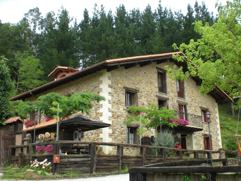Casa rural iturbe bermeo online booking viamichelin - Lurdeia casa rural bermeo ...