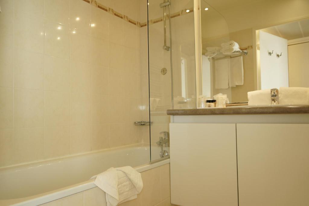residhome bois colombes monceau r servation gratuite sur viamichelin. Black Bedroom Furniture Sets. Home Design Ideas