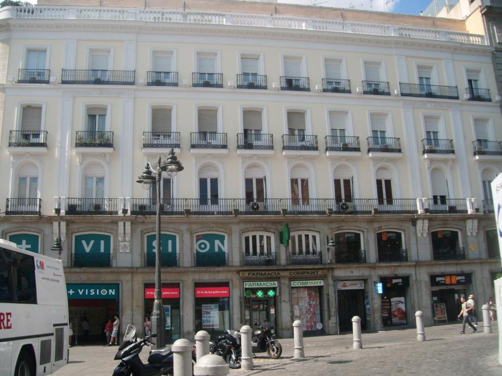 Puerta del sol rooms madrid informationen und for Puerta del sol 9 madrid