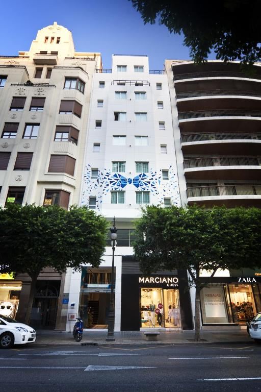 One shot col n 46 valencia book your hotel with for One shot hotels