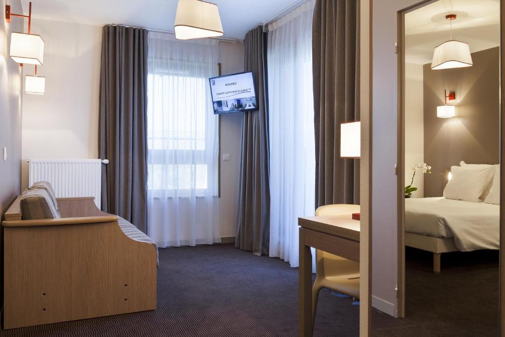 comfort suites porte de gen ve annemasse online booking viamichelin. Black Bedroom Furniture Sets. Home Design Ideas