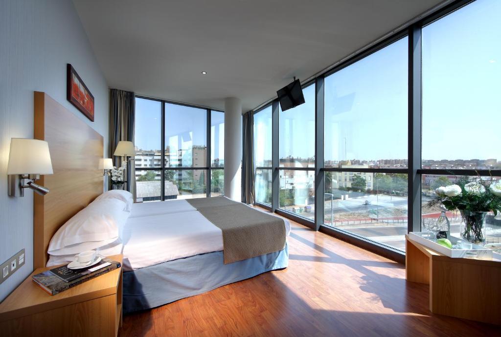 Exe sevilla palmera sevilla reserva tu hotel con for Habitaciones cuadruples en sevilla