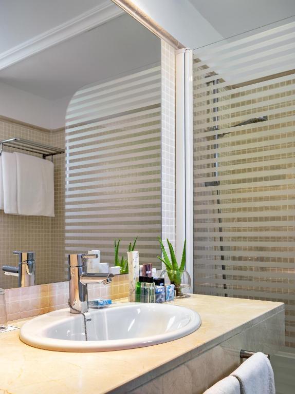 h10 suites lanzarote gardens teguise viamichelin With katzennetz balkon mit h10 suites lanzarote gardens buchen