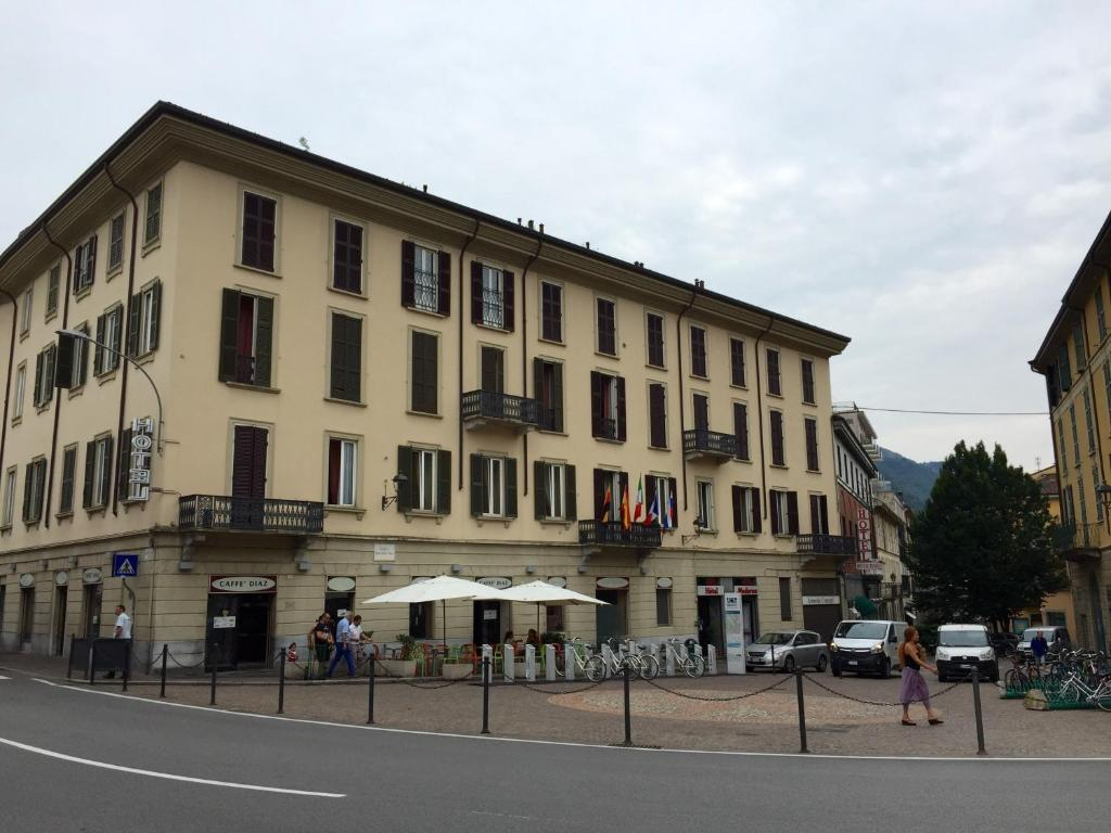 Hotel moderno lecco book your hotel with viamichelin for Hotel moderno madrid booking