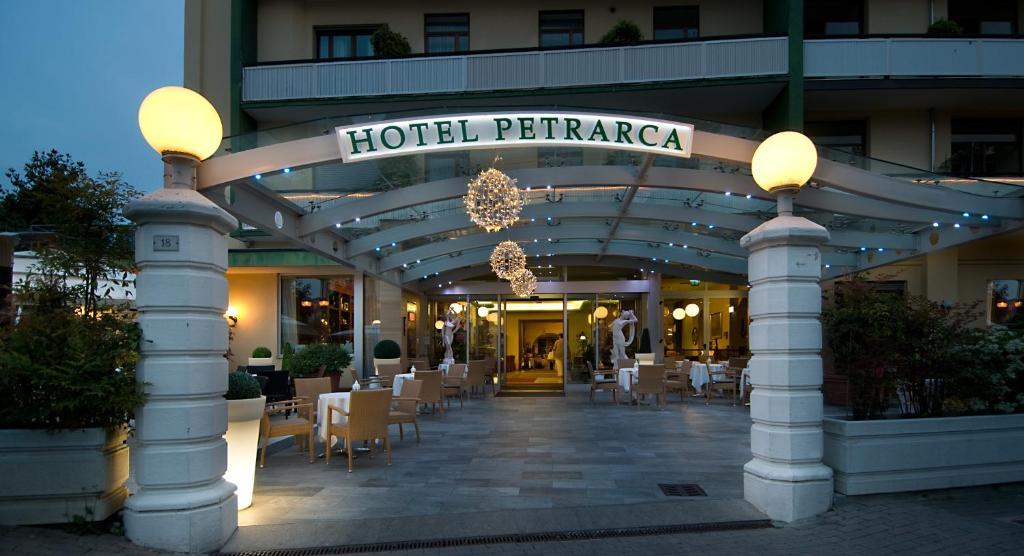 Hotel petrarca terme montegrotto terme prenotazione on line viamichelin - Petrarca piscine prezzi ...