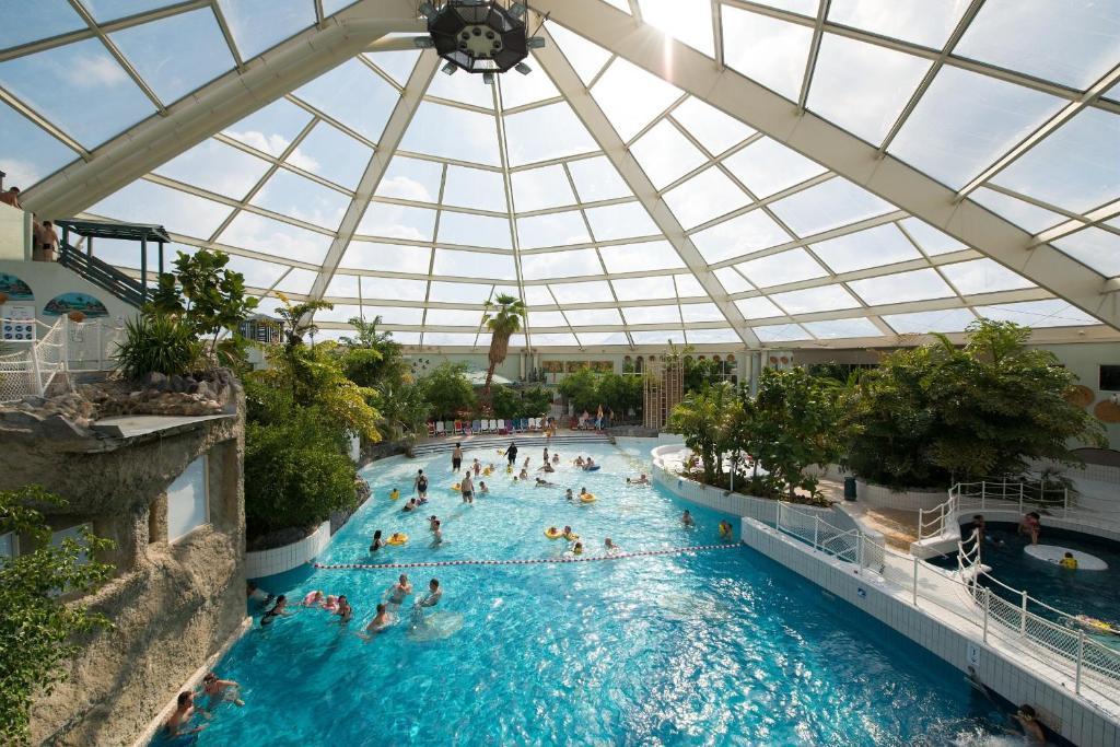 Sunparks de haan villages de vacances le coq for Sun park piscine