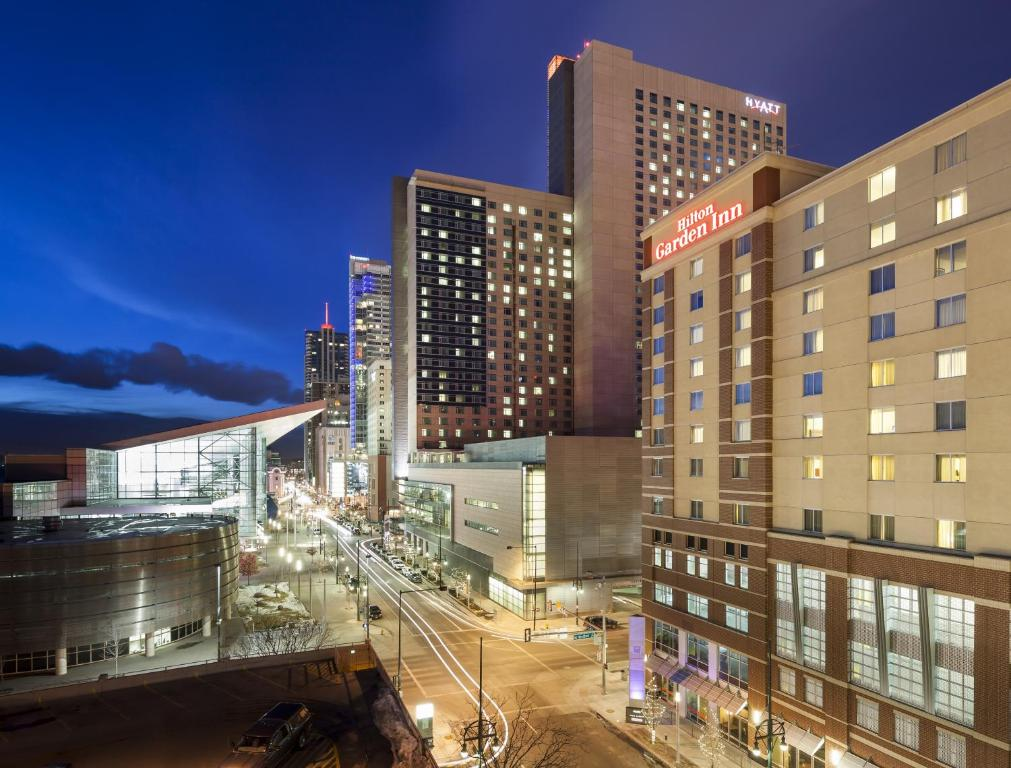 Hilton Garden Inn Denver Downtown Denver Book Your Hotel With Viamichelin