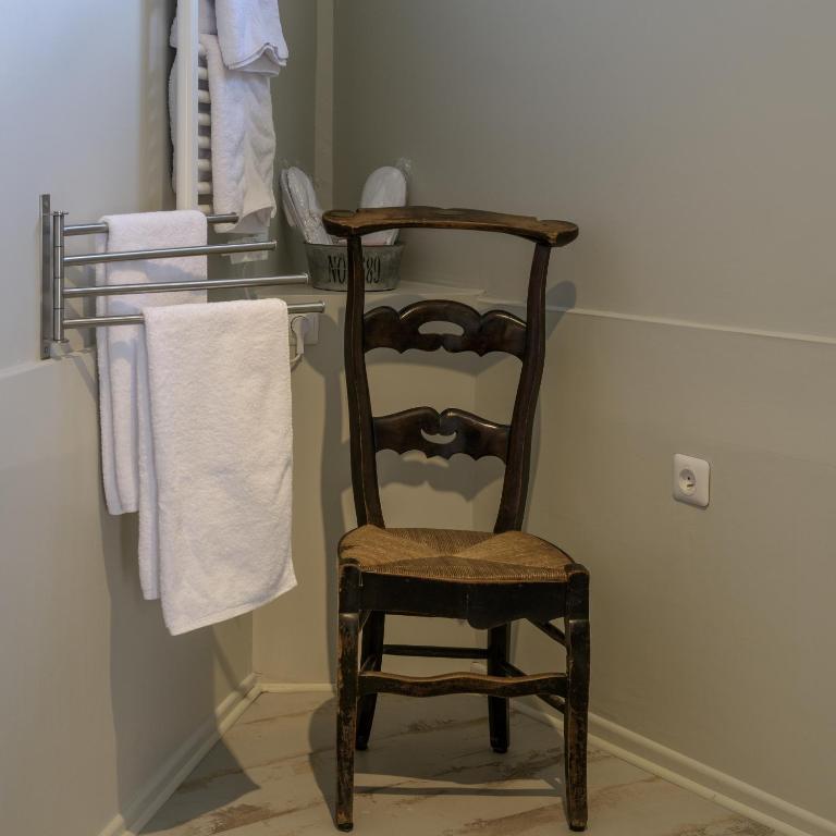 chambres d 39 h tes la parenth se du rond royal chambres d 39 h tes compi gne. Black Bedroom Furniture Sets. Home Design Ideas