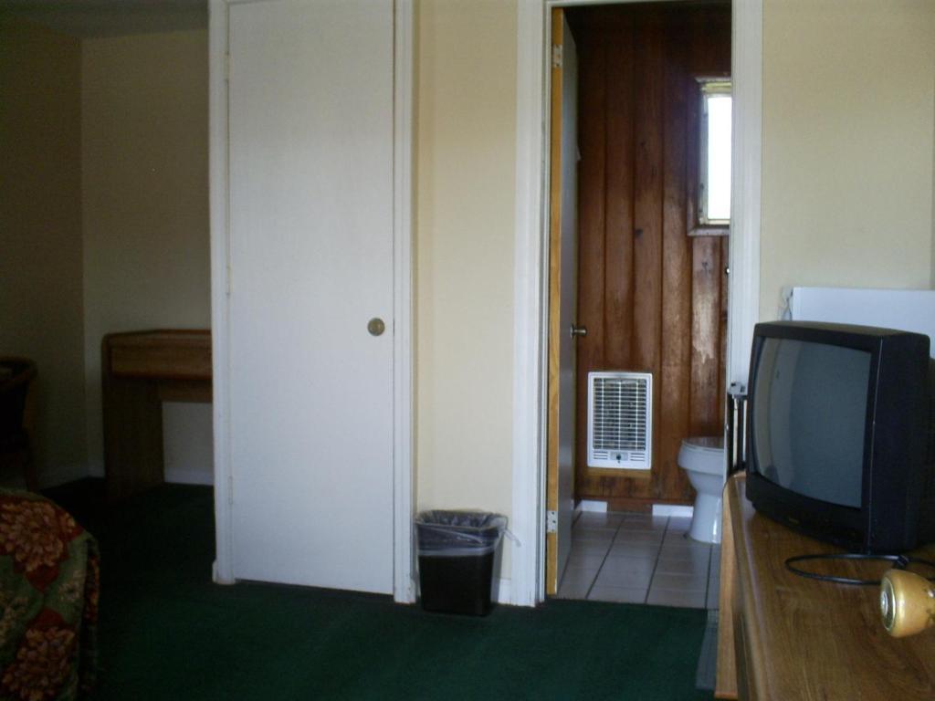 Crestview Hotel And Suites