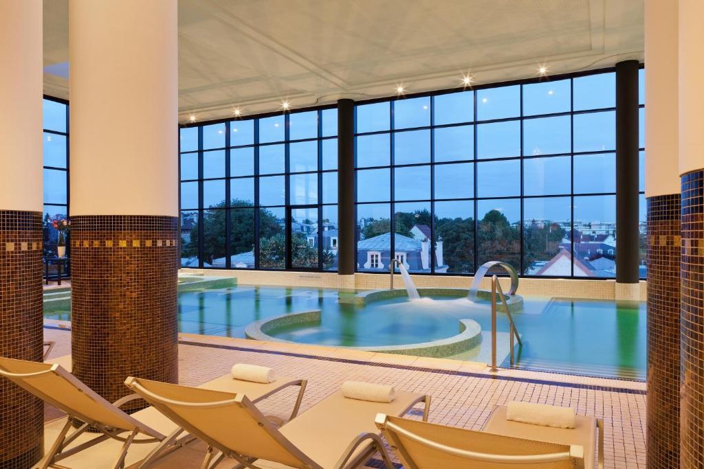 hotel du lac enghien les bains. Black Bedroom Furniture Sets. Home Design Ideas