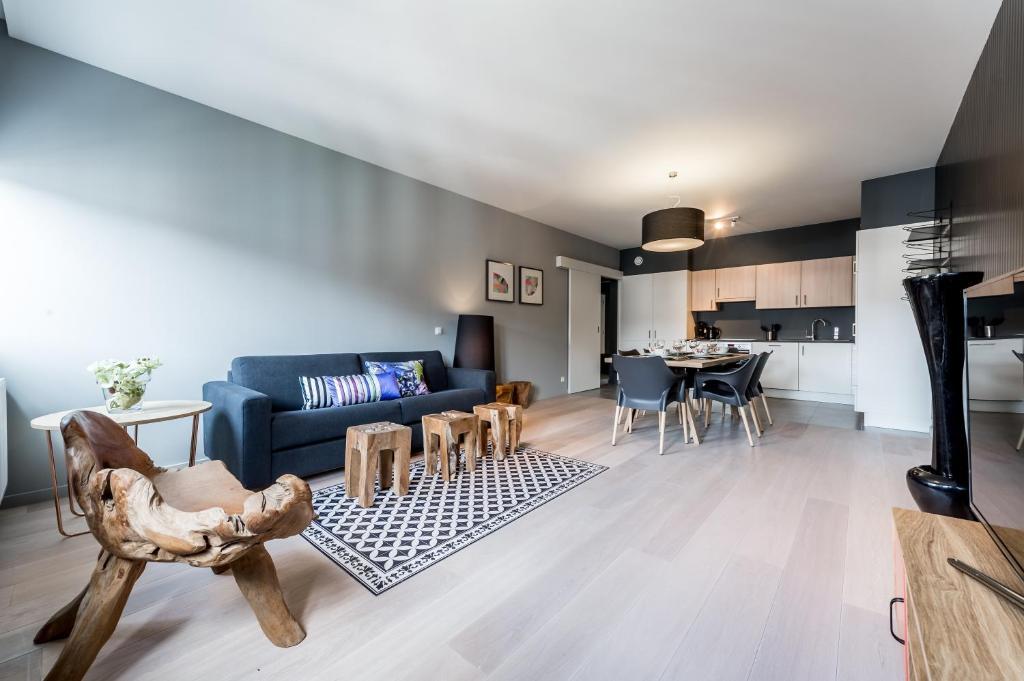 appartements smartflats design cath drale locations de vacances li ge. Black Bedroom Furniture Sets. Home Design Ideas