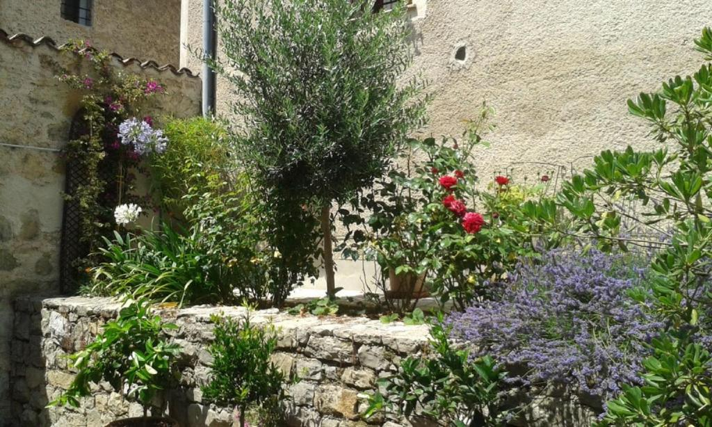 Appartement le jardin du village valbonne locations de for Appartement le jardin