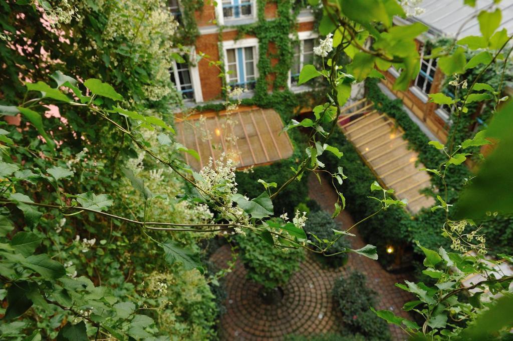 les patios du marais 2 paris book your hotel with viamichelin. Black Bedroom Furniture Sets. Home Design Ideas
