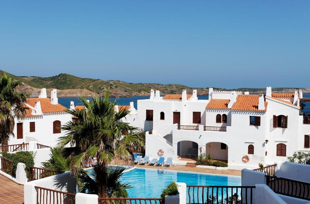 Aparthotel tramontana park es mercadal reserva tu hotel for Habitaciones familiares lisboa