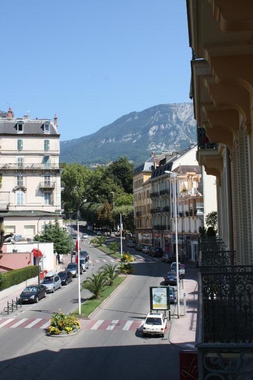 Hotel savoy aix les bains book your hotel with viamichelin for Hotel aux les bains