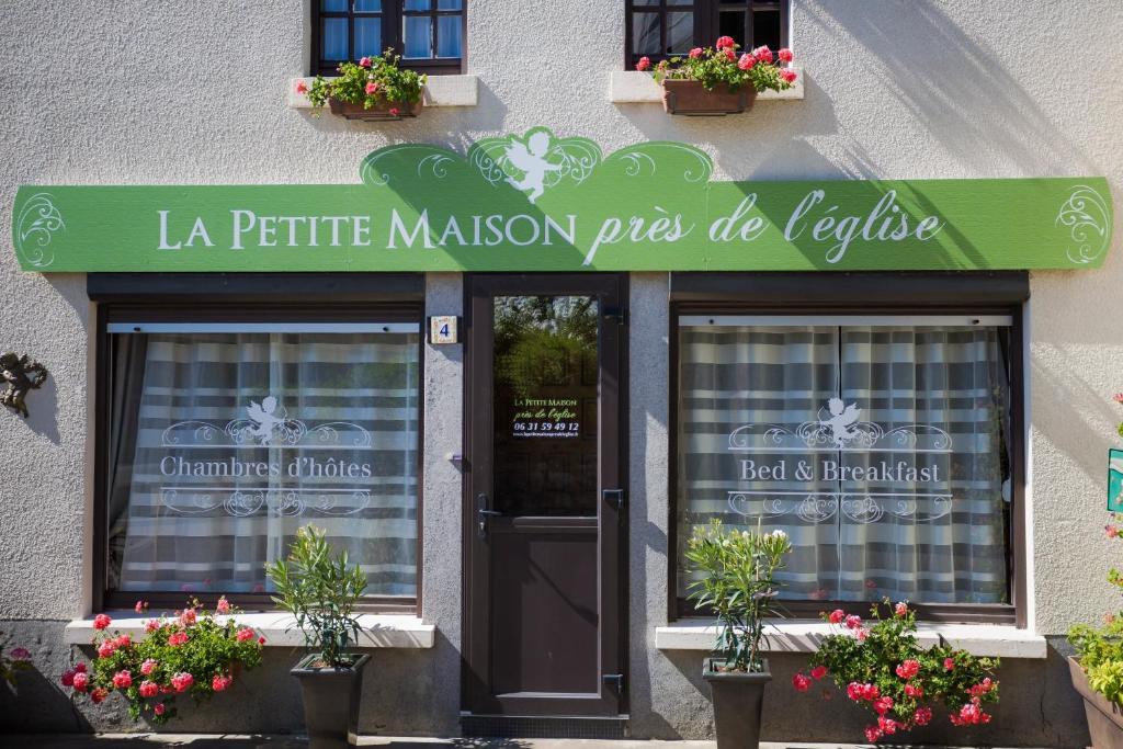 La petite maison pr s de l 39 eglise tint niac book your for B b la petit maison
