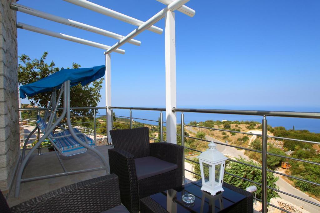 Sun castle houses leucas book your hotel with viamichelin for Sun castle