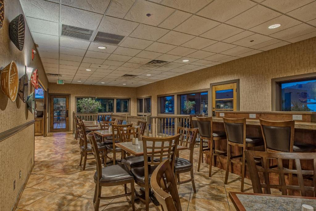 Best western plus canyonlands inn moab book your hotel for Best western moab