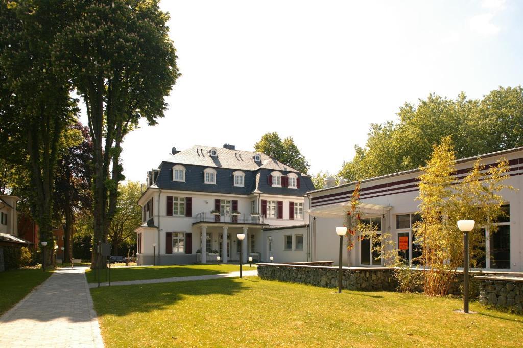 villa f rstenberg leverkusen online booking viamichelin. Black Bedroom Furniture Sets. Home Design Ideas