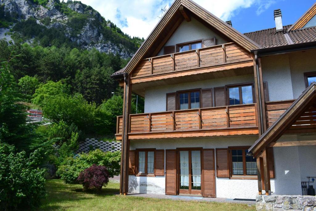Appartamento casa fior di roccia italia molveno for Piani di casa di roccia