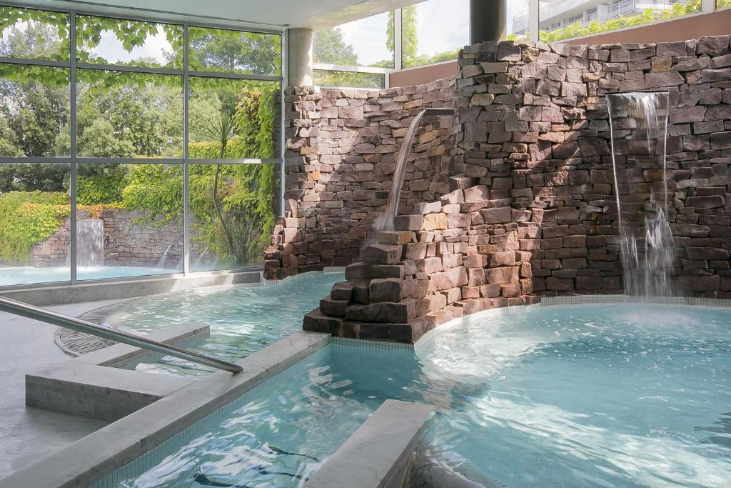 Best western hotel sourc o r servation gratuite sur viamichelin - Petit jardin hotel san juan saint paul ...