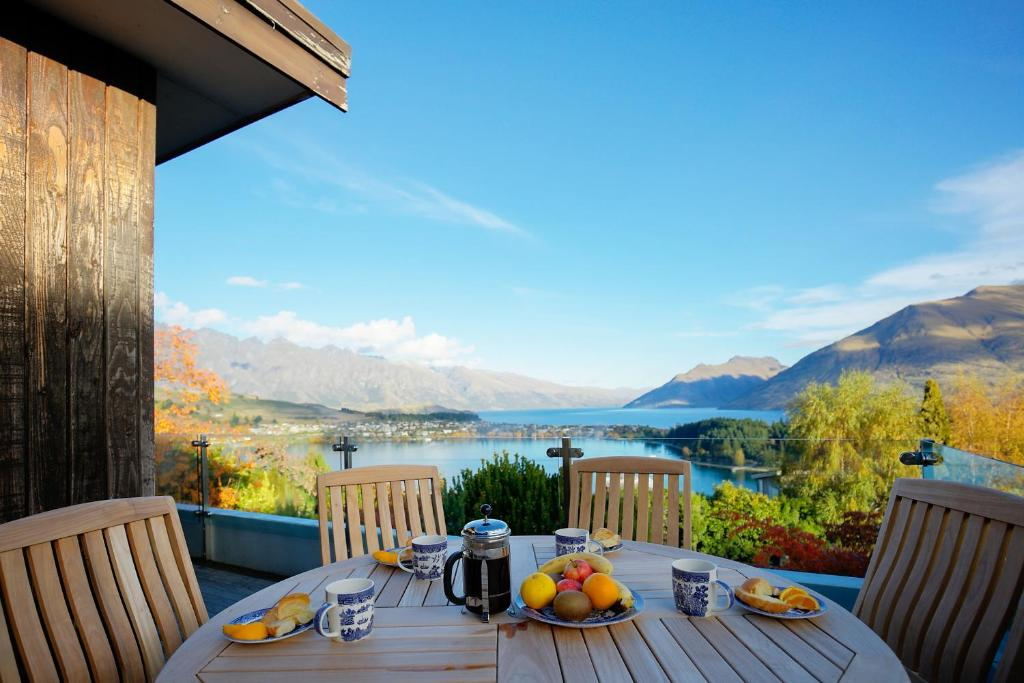 Vacation home 44 panorama terrace queenstown new zealand for Panorama terrace queenstown