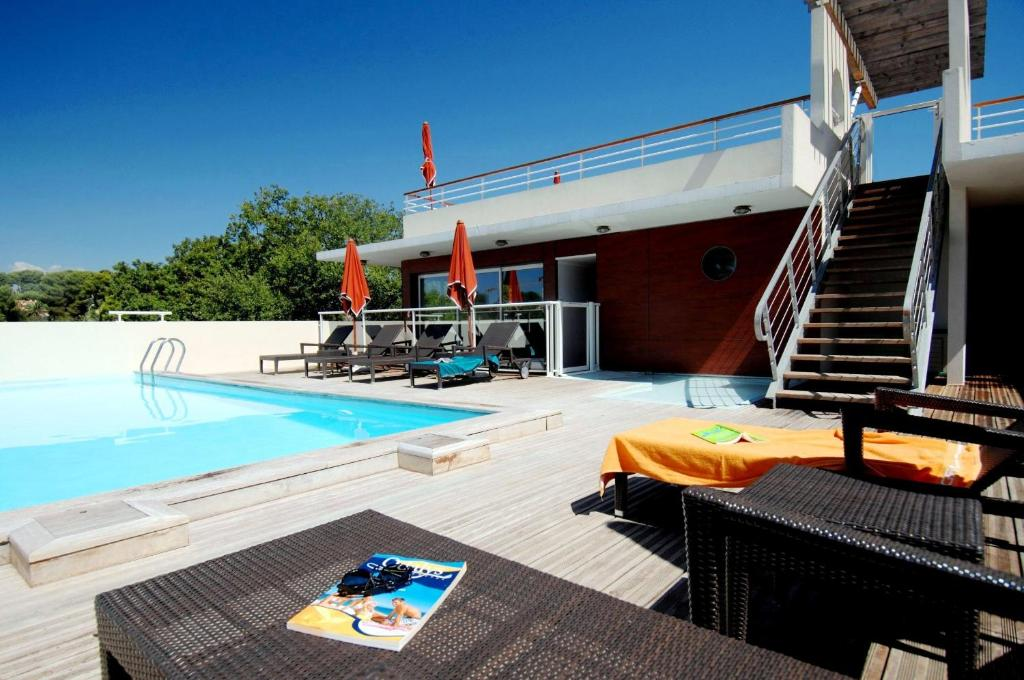 Appart 39 hotel odalys olympe locations de vacances antibes for Appart hotel hong kong