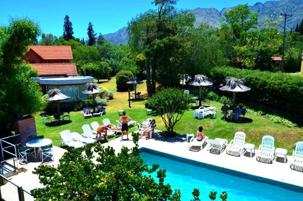 Una vista de la pileta en Paradiso Hotel o alrededores