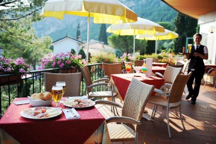 Hotel marco polo garda reserva tu hotel con viamichelin for Marco polo decoracion
