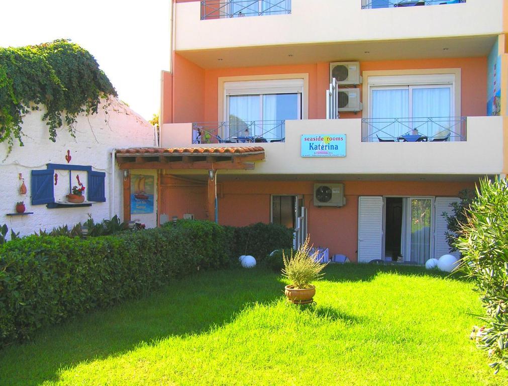 Katerina seaside studios chani reserva tu hotel con for Jardin katerina