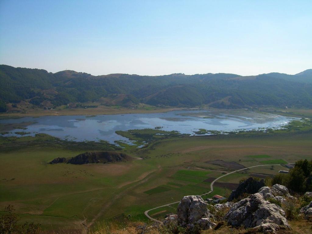 Chalet vista lago piedimonte matese book your hotel for Lago vista