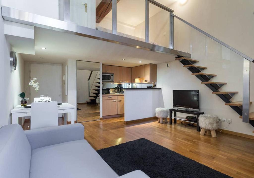 Massena duplex loft modern on the place nizza for Duplex online