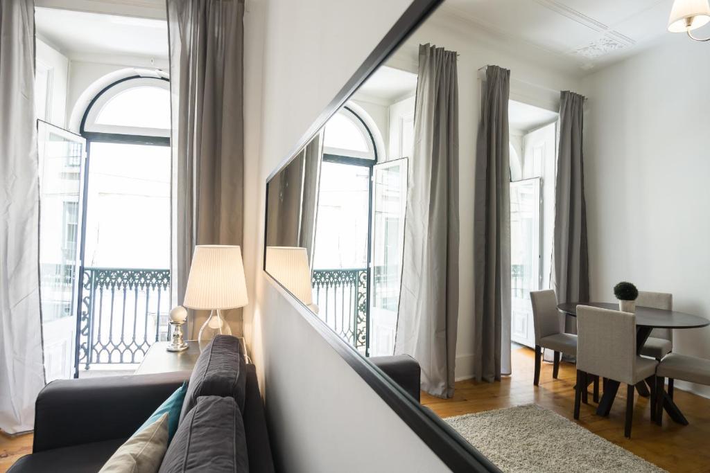 Appartement shortstayflat apartamento poiais de s o for Apart hotel lisbonne