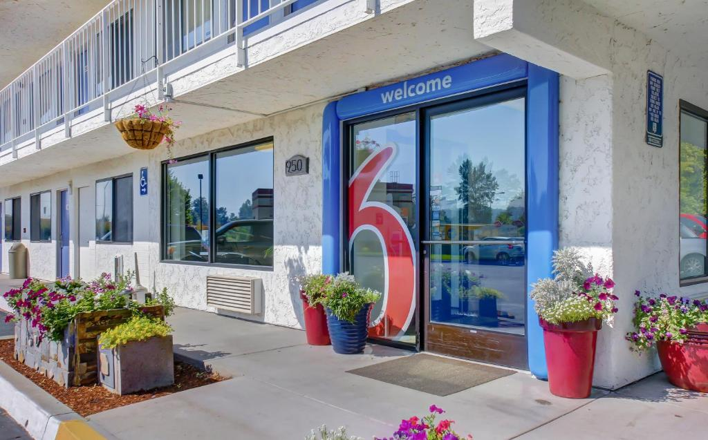 motel 6 medford south   medford   book your hotel with
