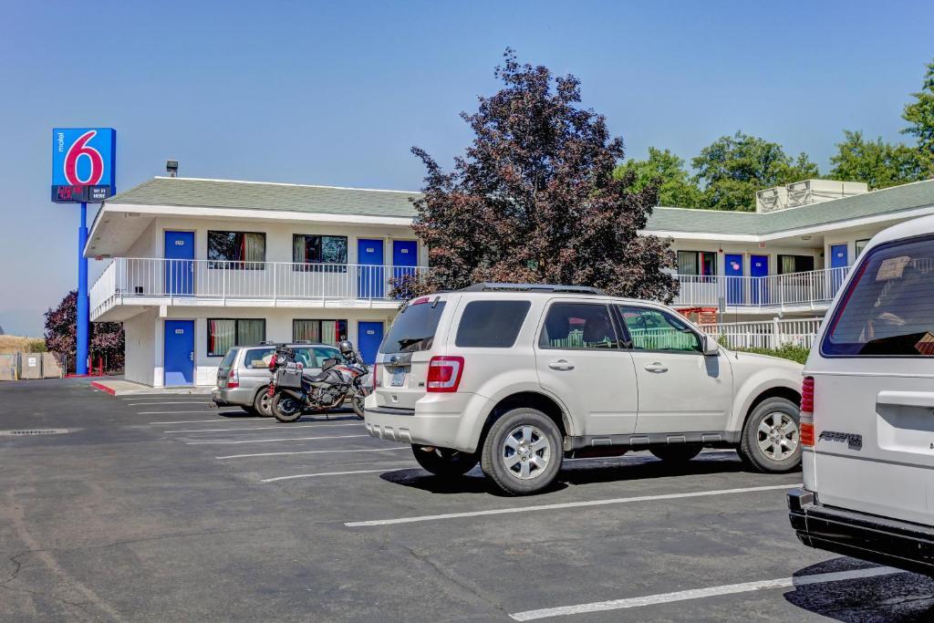 Motel  Medford