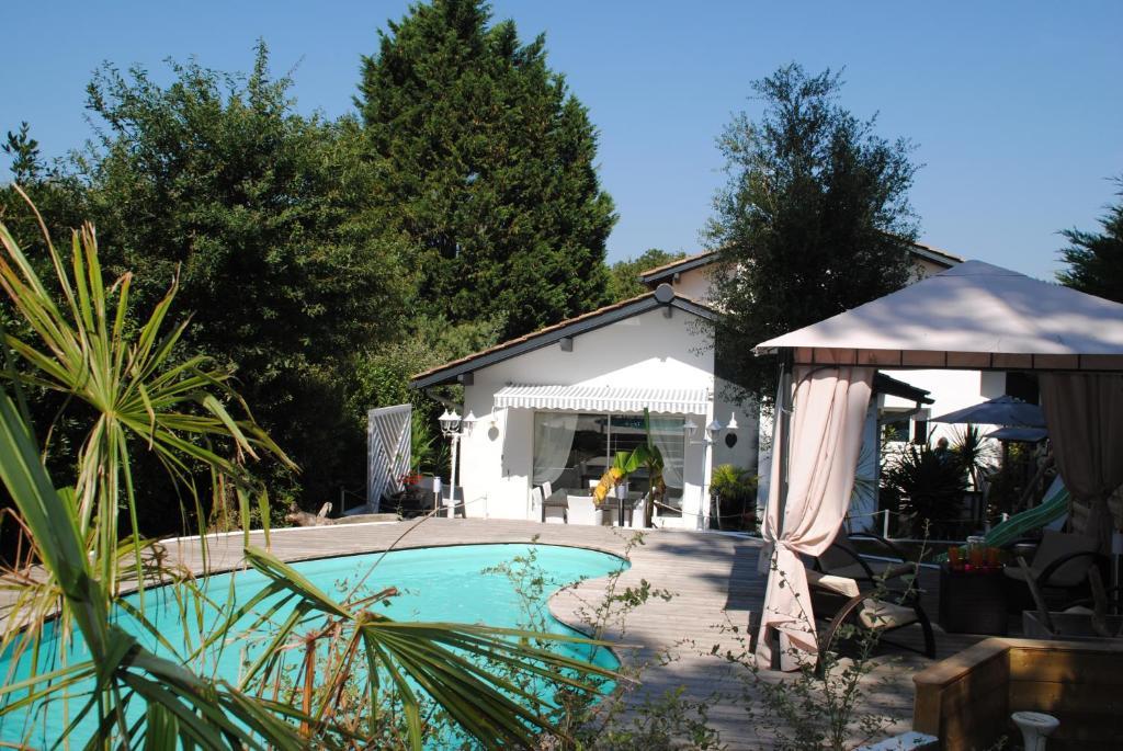Villa entre biarritz et hossegor tarnos france for Architecte hossegor