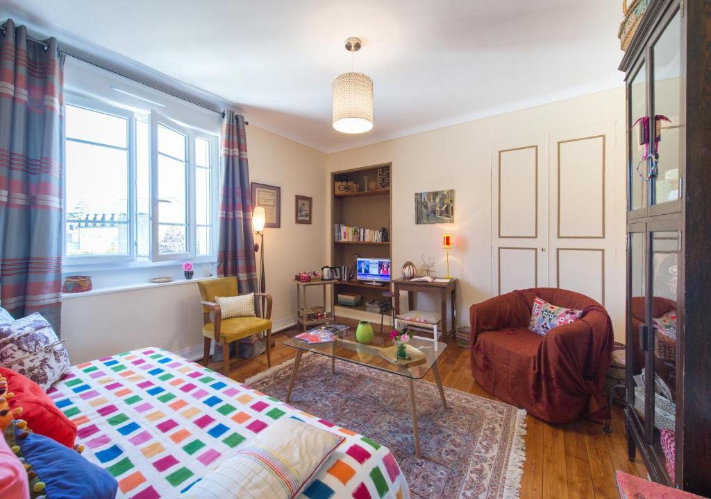 la mancelle chambre et table d 39 h tes r servation gratuite sur viamichelin. Black Bedroom Furniture Sets. Home Design Ideas
