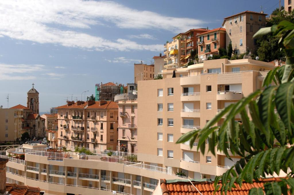Appart 39 hotel odalys les jardins d 39 elisa beausoleil for Les appart hotel