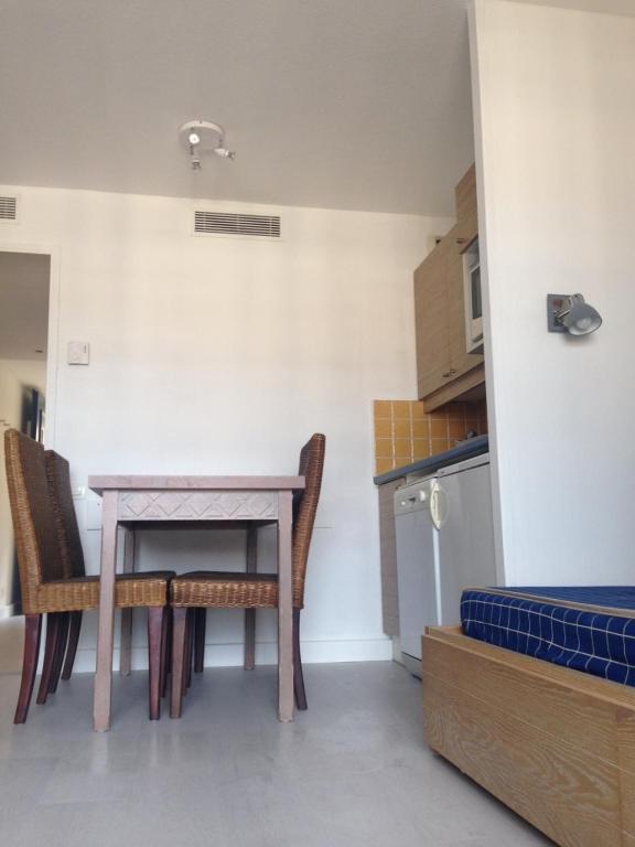 Appartement 2 pi ces meubl bord de mer locations de - Meubles cannes la bocca ...
