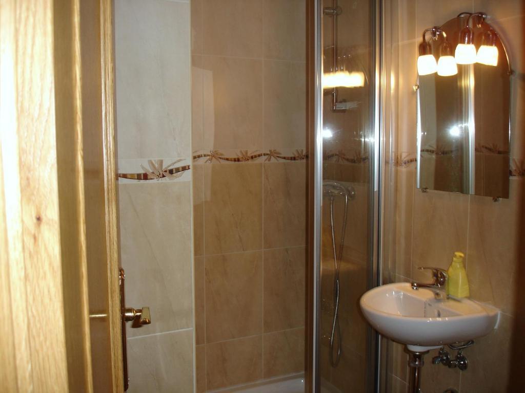 Hostal puerta bonita madrid reserva tu hotel con - Puerta bonita espana ...