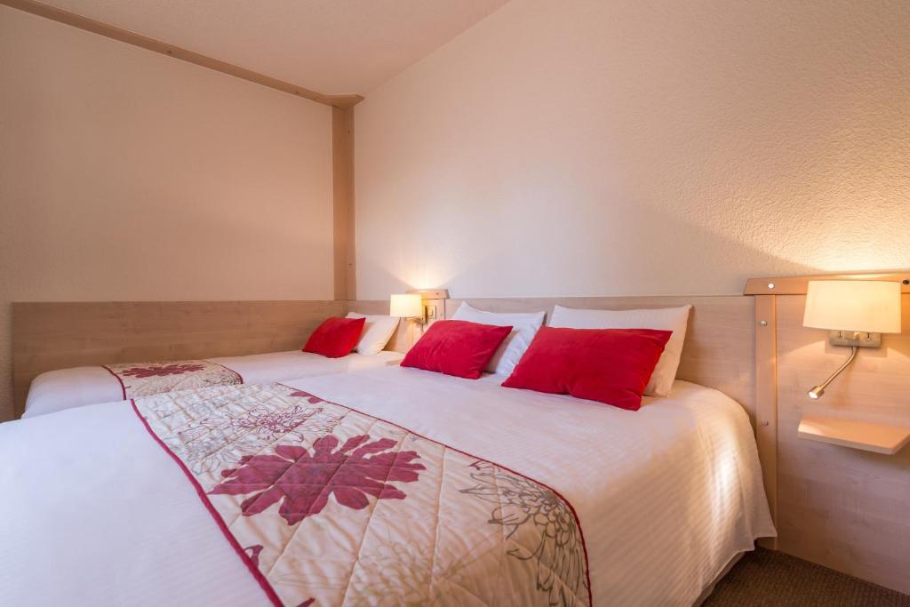 Hotel Le Bois Dormant Champagnole - Le Bois Dormant Champagnole book your hotel with ViaMichelin