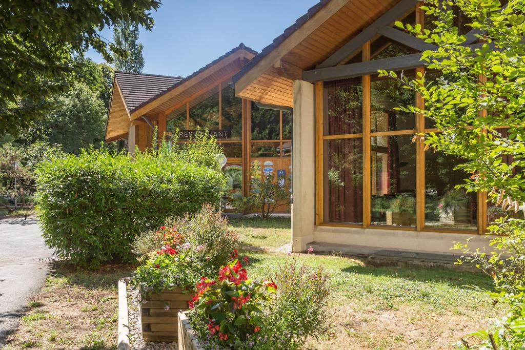 Le Bois Dormant Champagnole online booking ViaMichelin # Hotel Le Bois Dormant Champagnole