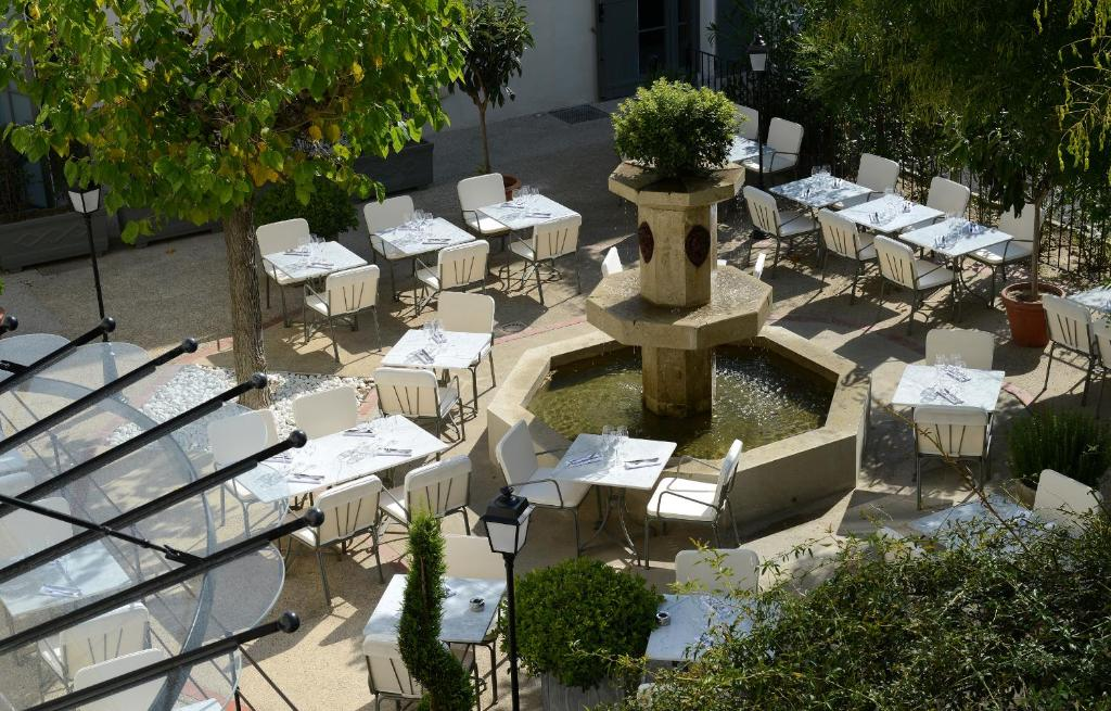 Grand h tel henri ch teaux h tels collection l 39 isle for Hotels isle sur la sorgue