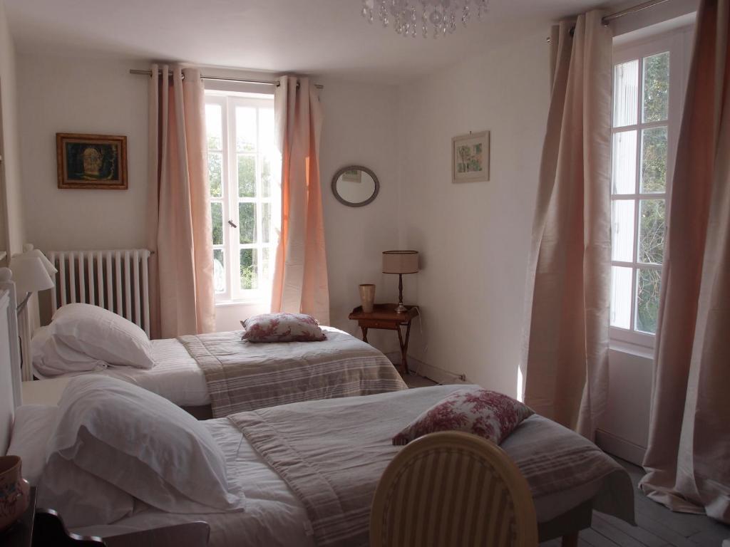 Chambres d 39 h tes les colonnes de chanteloup chambres d 39 h tes amboise - Lits modernes adultes ...
