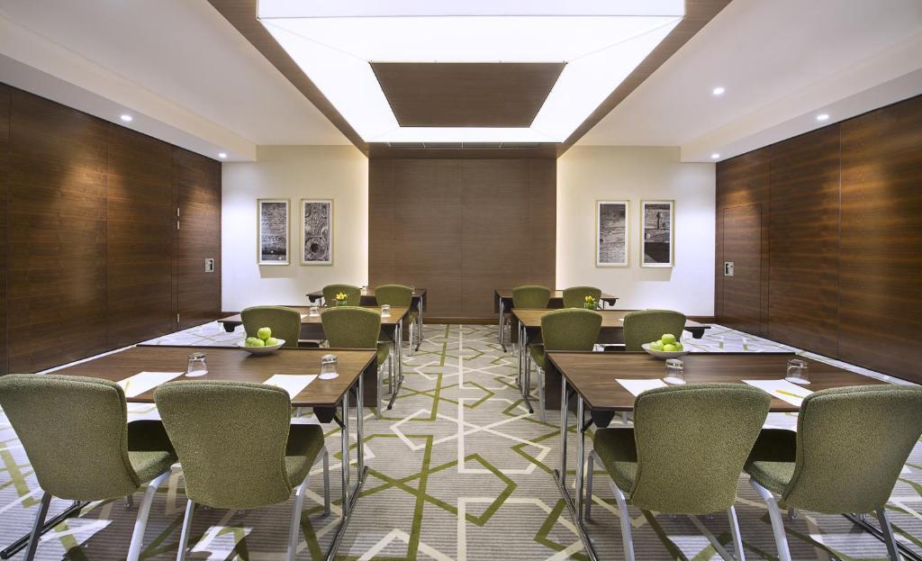 Hilton Garden Inn Dubai Al Muraqabat Dubai Book Your Hotel With Viamichelin