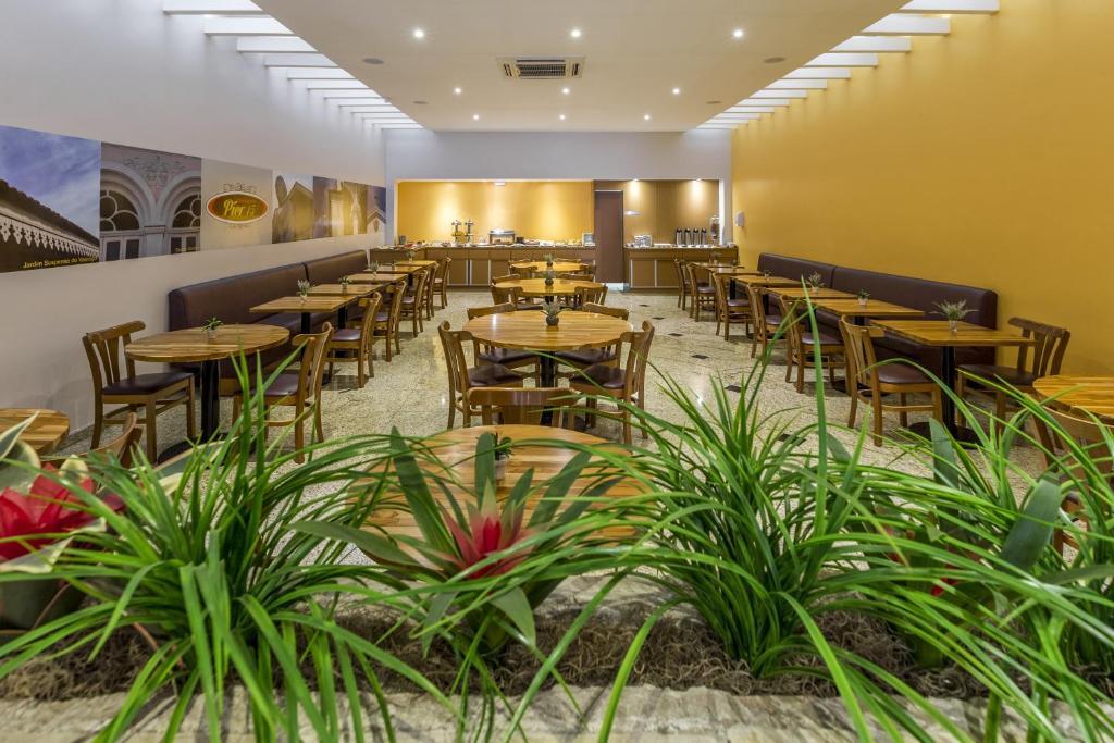Camerino Hotels With Restaurant